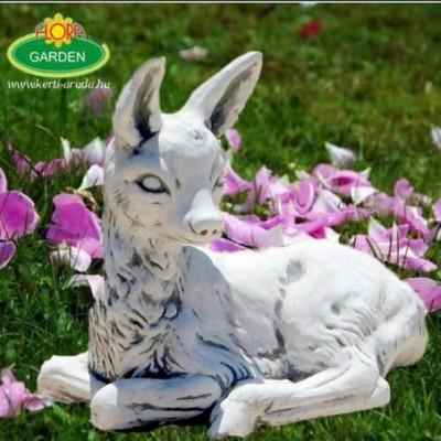 Őzike fekvő kerti dísz szobor