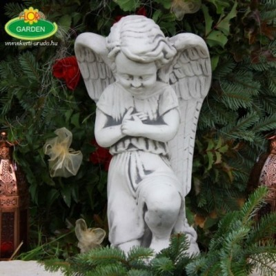 Imádkozó nagy angyal szobor