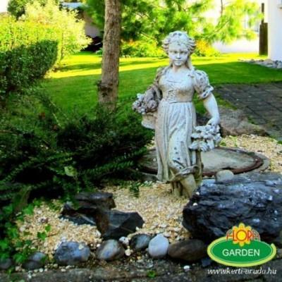 Kosaras nő kerti szobor