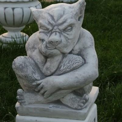 Troll gondolkodós kerítés dísz