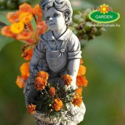 Fiú kosárral kerti szobor