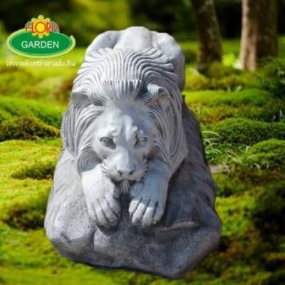 Nagy kőoroszlán szobor