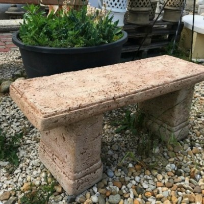 Modern kerti pad kőből