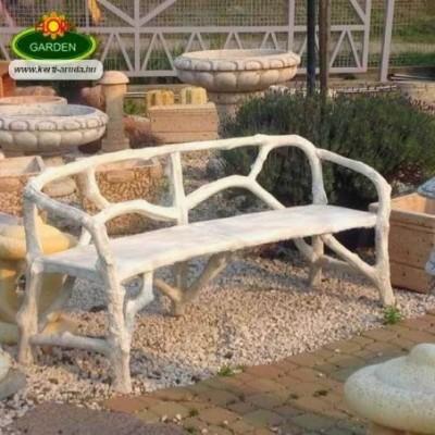 Fahatású kerti pad kőből