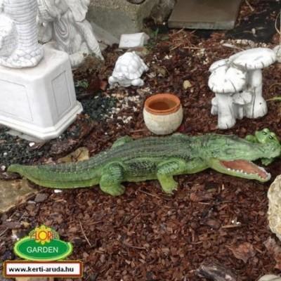 Krokodil szobor kézzel festett