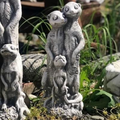 Szurikáta szobor család