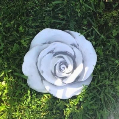 Rózsa kőből