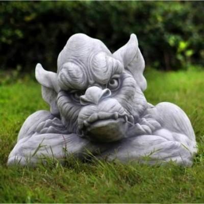 Troll szobor házőrző