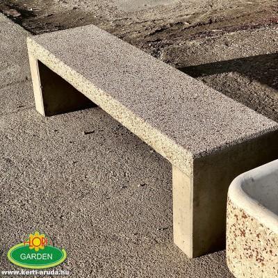 Utcai pad, kő padok