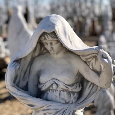Palást női szobor