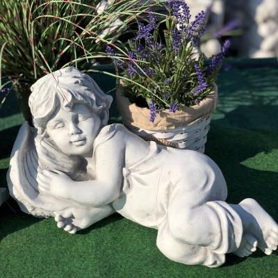 Fekvő fiú szobor