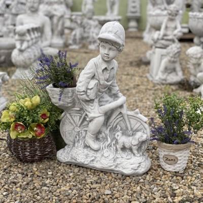 Ajándék szobor biciklis fiú