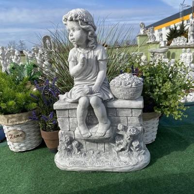 Rózsás lány szobor
