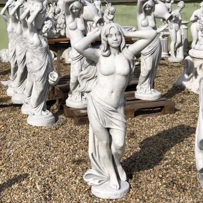 Freya női szobor