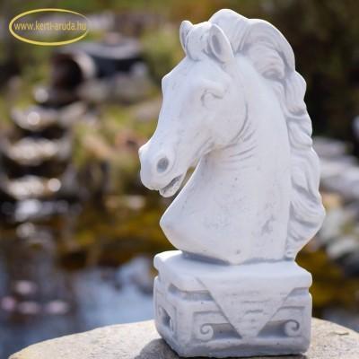 eladó ló szobor