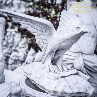 Felszálló sas szobor
