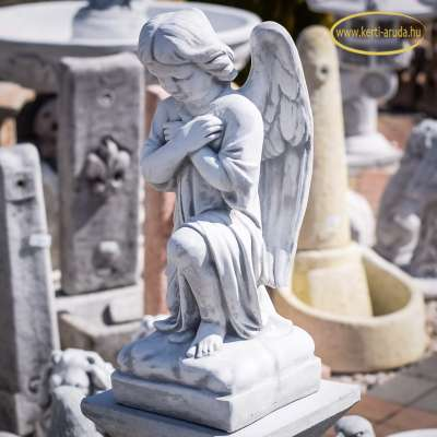 Térdelő angyal új szobor