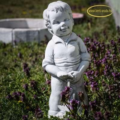Pisilő fiú vízköpő új szobor