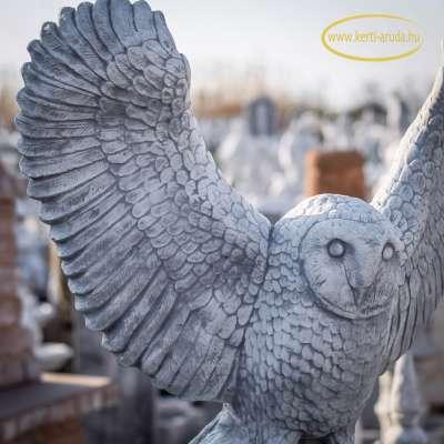 Bagoly szobor széttárt szárnyakkal