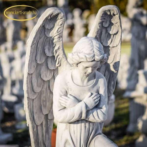 Síró angyal szobor