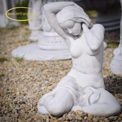 Ülő lány kerti dísz szobor
