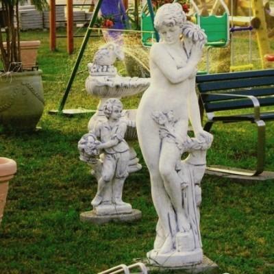 Virágos nő nagy kerti szobor